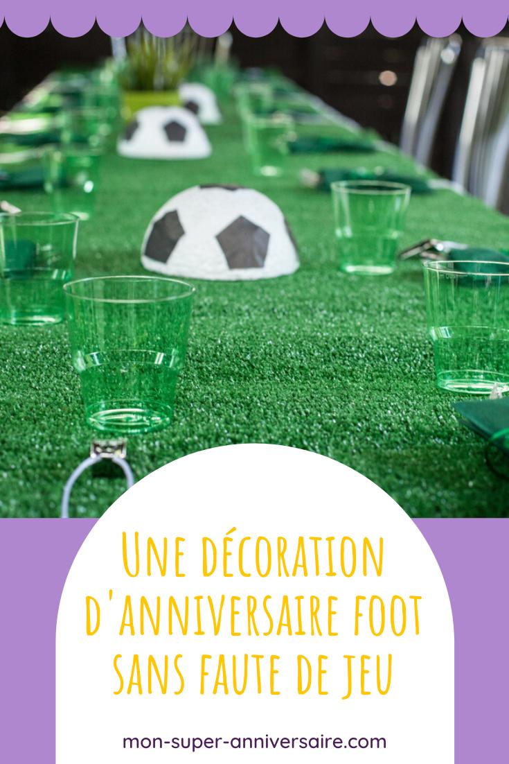 Pour une décoration d'anniversaire foot réussie, suis nos conseils pas-à-pas pour ne pas stresser lors du match : invitations, ambiance, décoration de table, ballons, déguisement, etc.
