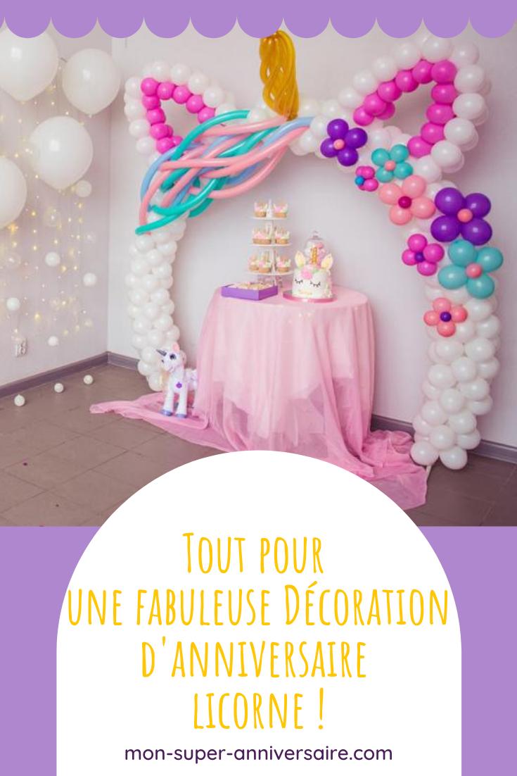 Retrouve ici tous les conseils utiles pour créer une super décoration d'anniversaire licorne : invitations, décoration de table, ambiance, déguisement, etc.