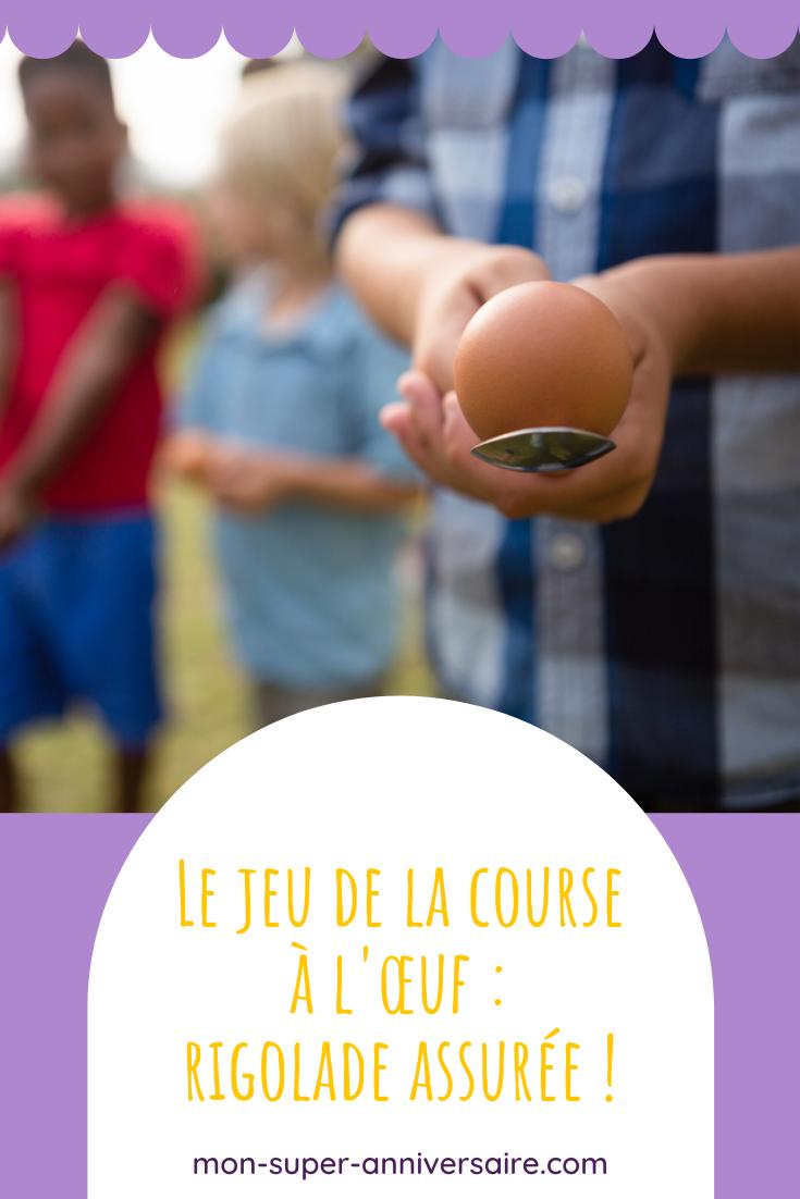 Organise le jeu de la course à l'œuf lors d'une fête d'anniversaire.  Ce jeu s'adapte à tous les âges et les enfants l'adorent !