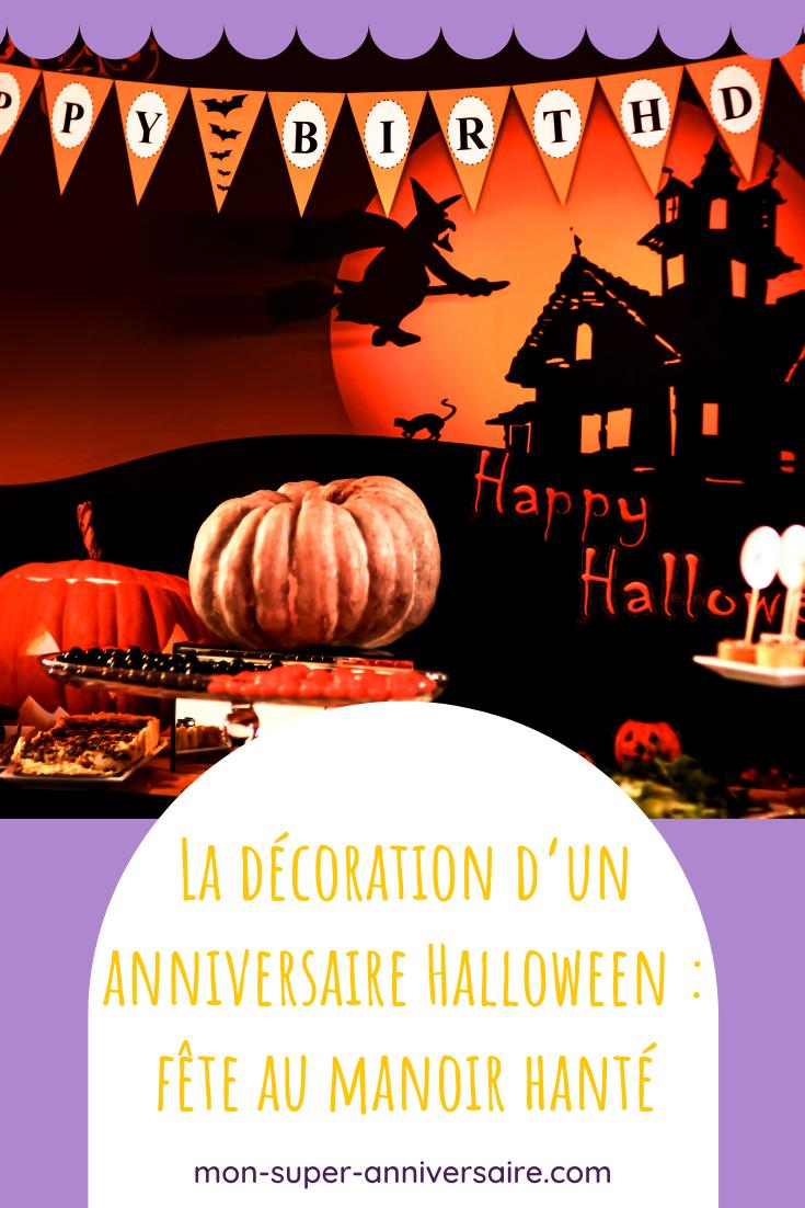Découvre comment mettre en place une décoration d'anniversaire Halloween incroyable! Invitations, déco de salle et sweet table, fais le plein d'idées.