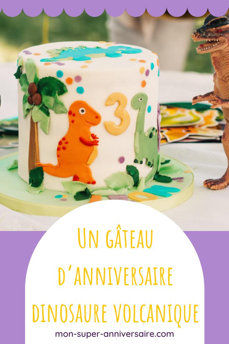 Découvre nos idées pour un goûter d'anniversaire dinosaure flamboyant ! Gâteau volcan fumant, gourmandises pour la sweet table dinosaure…