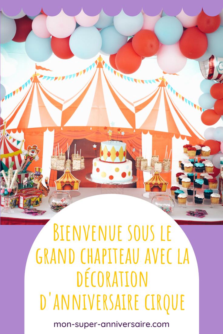 Suis nos conseils pour créer une décoration d'anniversaire cirque qui fera sensation : cartons d'invitation, ambiance générale, déguisements, etc.